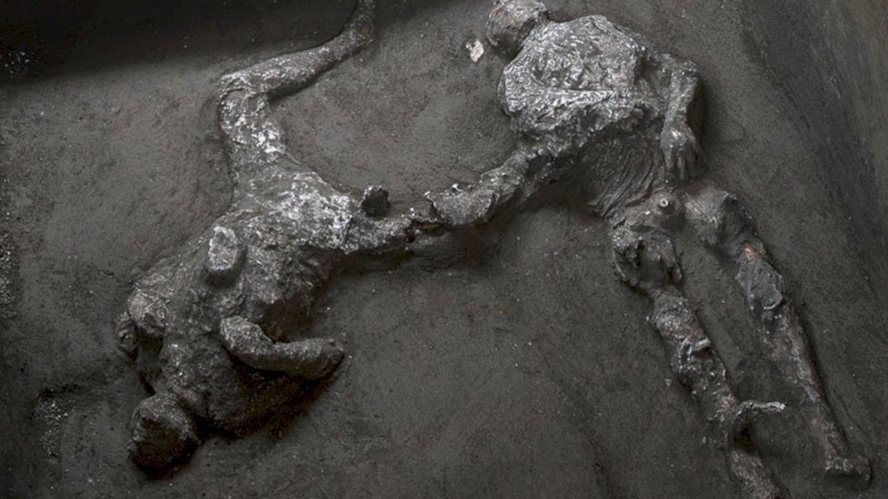 Pompei'de küllerle kaplı iki insan bedeni bulundu - Sayfa 4