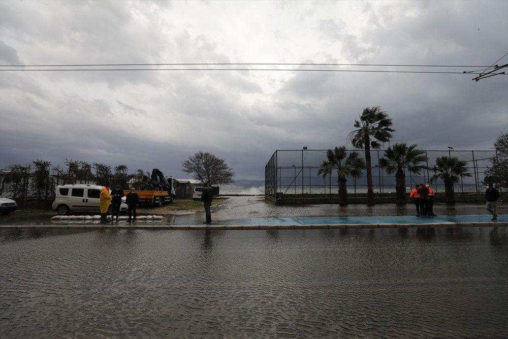 İzmir'de şiddetli fırtına - Sayfa 1