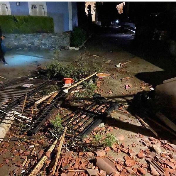 İzmir Çeşme'de şiddetli lodos ve hortum - Vinç devrildi, evlerin çatısı uçtu - Sayfa 3