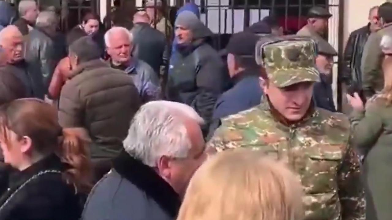 Ermenistan'da neler oluyor? - Paşinyan destekçilerini sokağa çağırdı!