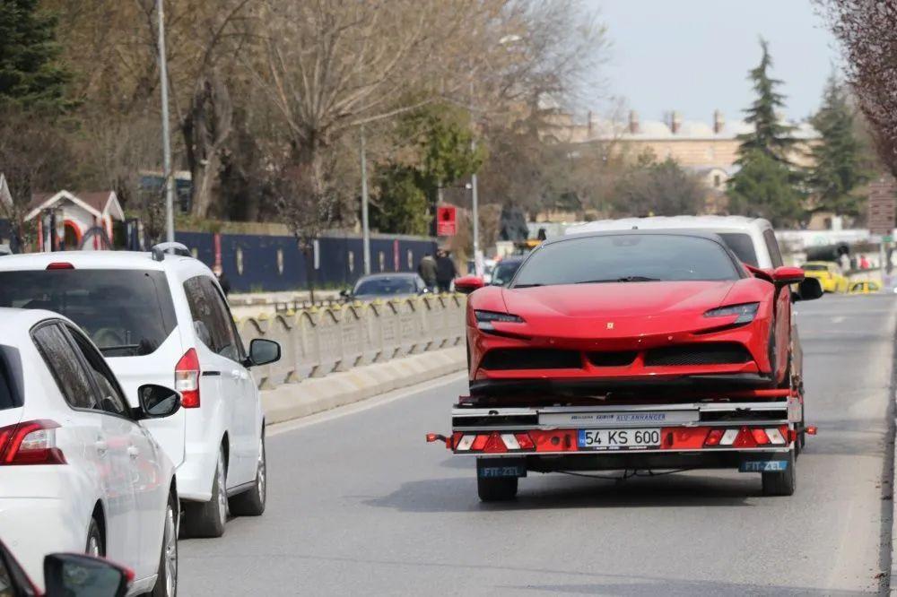 Kırmızı Ferrari Edirne'yi karıştırdı; Kenan Sofuoğlu'nun olduğu iddia edildi - Sayfa 2