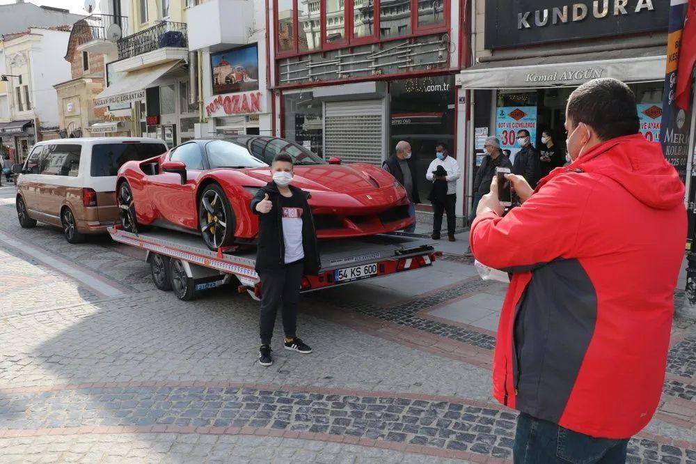 Kırmızı Ferrari Edirne'yi karıştırdı; Kenan Sofuoğlu'nun olduğu iddia edildi - Sayfa 3