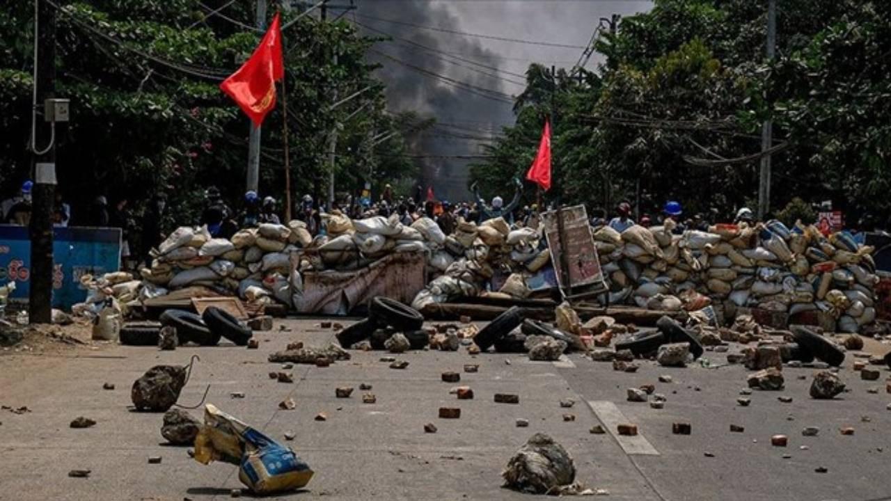 Myanmar'da ölen sivillerin sayısı 581'e çıktı