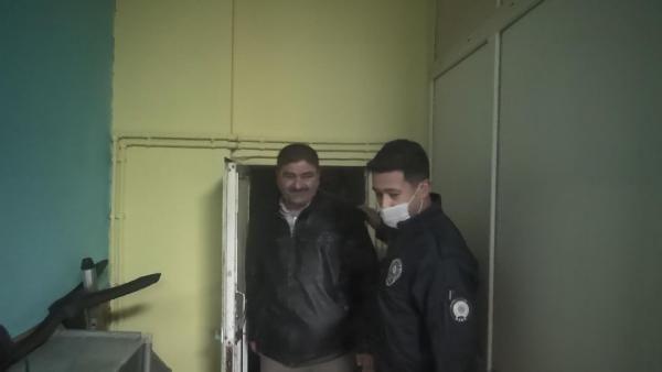 Tuvalet kağıdını maske yaptı! Polis baskınında ilginç anlar - Sayfa 1