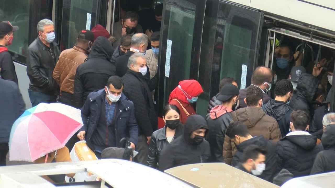 İstanbul'da kısıtlama öncesi tramvayda aşırı yoğunluk - Sayfa 3