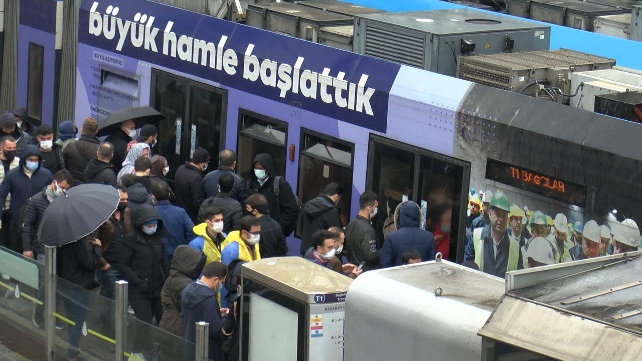İstanbul'da kısıtlama öncesi tramvayda aşırı yoğunluk - Sayfa 2