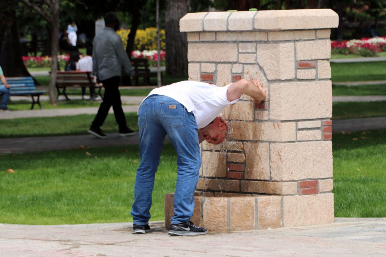 Adanalılar koronavirüsü unutup parklara akın etti - Sayfa 1