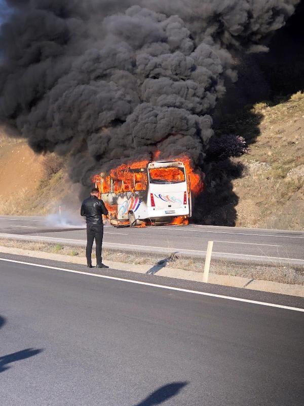 Yozgat'ta fabrika işçilerini taşıyan midibüste yangın çıktı - Sayfa 1