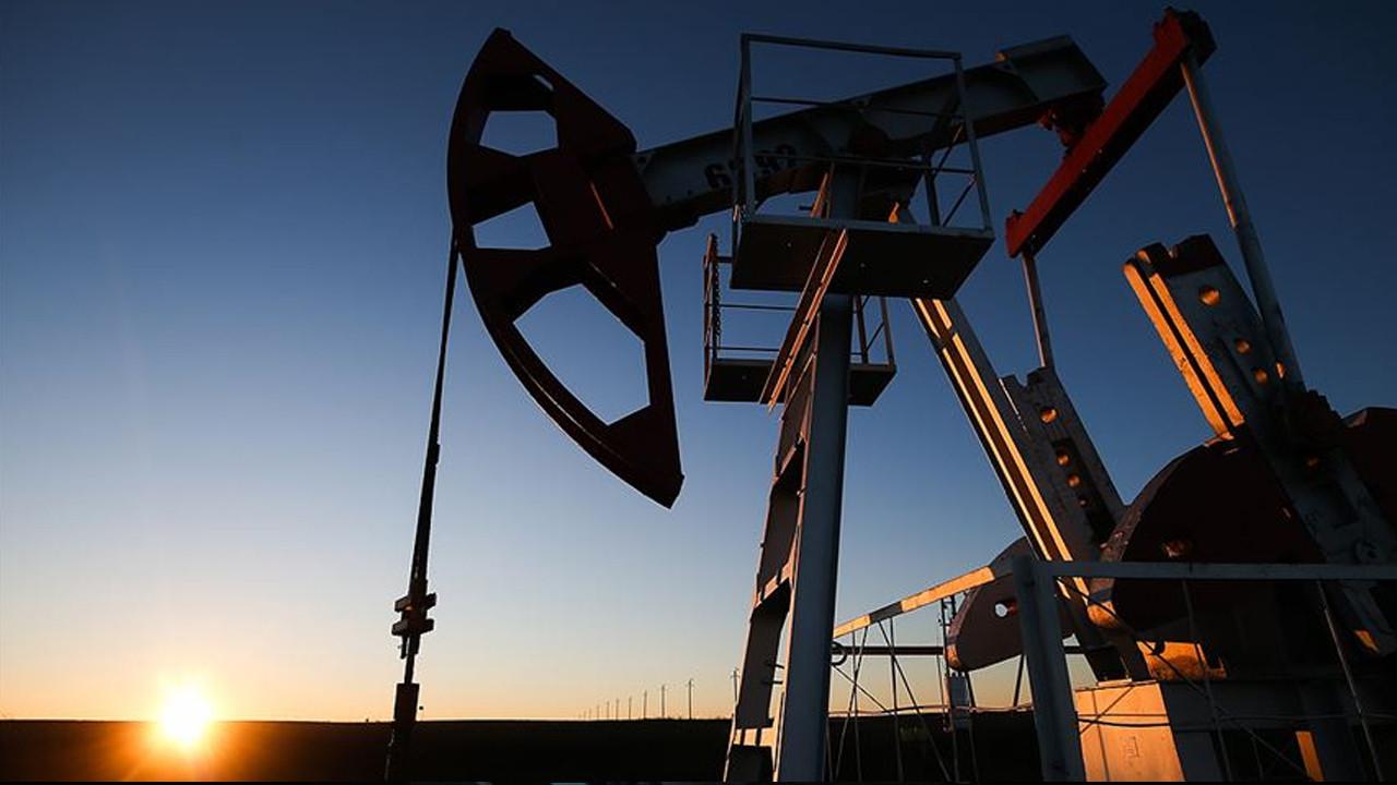 Bloomberg: Petrol rezervlerinin azalması, petrol fiyatlarını 74 dolara çıkarabilir