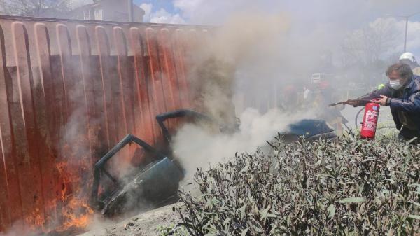 Bursa'da TIR'ın üzerine devrildiği otomobil yandı; 1 ölü, 2 yaralı - Sayfa 2