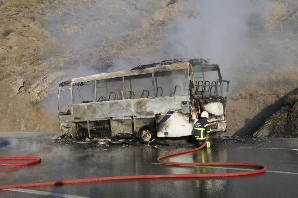 Yozgat'ta fabrika işçilerini taşıyan midibüste yangın çıktı - Sayfa 2