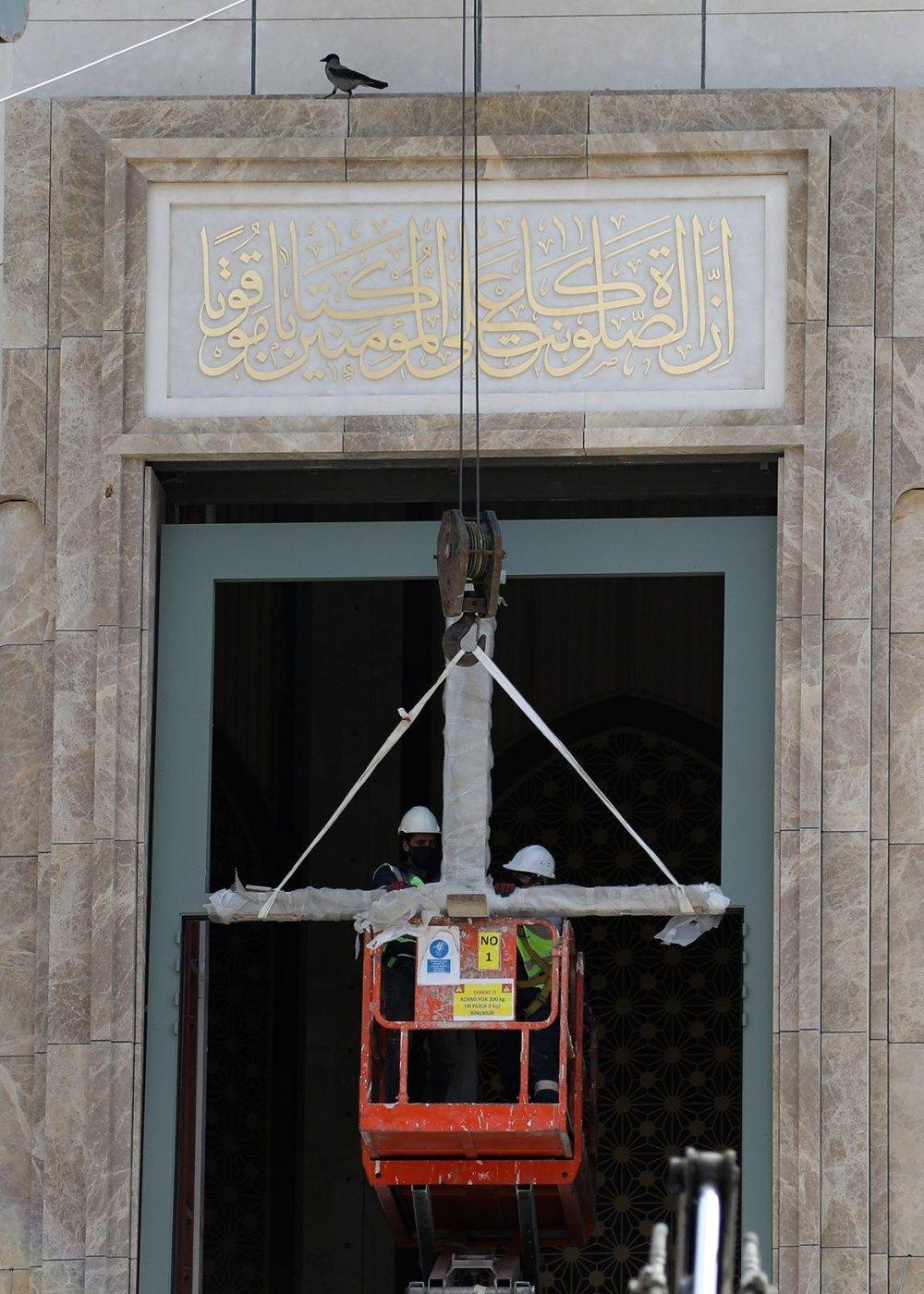 Taksim'de yapımı devam eden caminin dev avizesi ile kapısının kasası takıldı - Sayfa 2