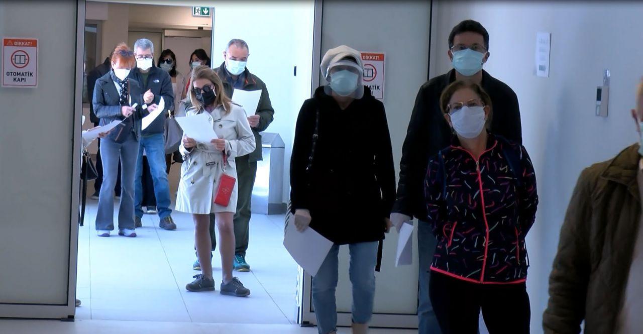 Koronavirüs aşısında talep patlaması: 55 yaşı duyan kuyruğa girdi - Sayfa 1