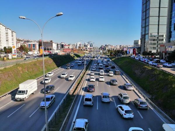 İstanbul'da trafik durma noktasına geldi - Sayfa 1