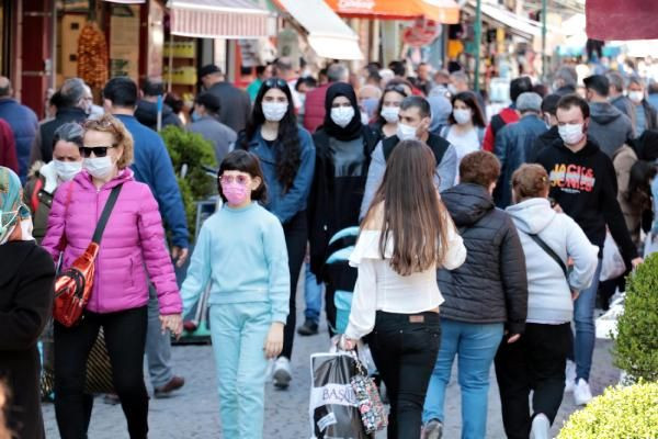 Eskişehir'de 3 günlük kısıtlama öncesi sokaklar doldu - Sayfa 1