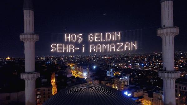 Taksim Camii'ne mahyalar asıldı - Sayfa 2