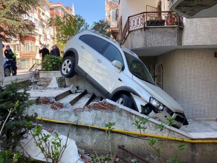 Bakırköy'de cip 5 katlı binanın bahçesine uçtu! - Sayfa 1