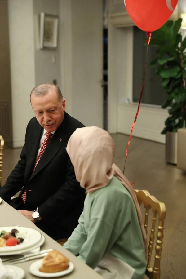 Cumhurbaşkanı Erdoğan çocuklarla iftar yaptı - Sayfa 4