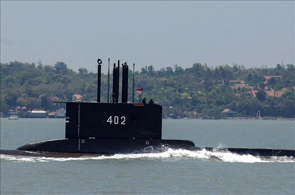 Endonezya'da kayıp denizaltının enkazına ait parçalara ulaşıldı - Sayfa 4