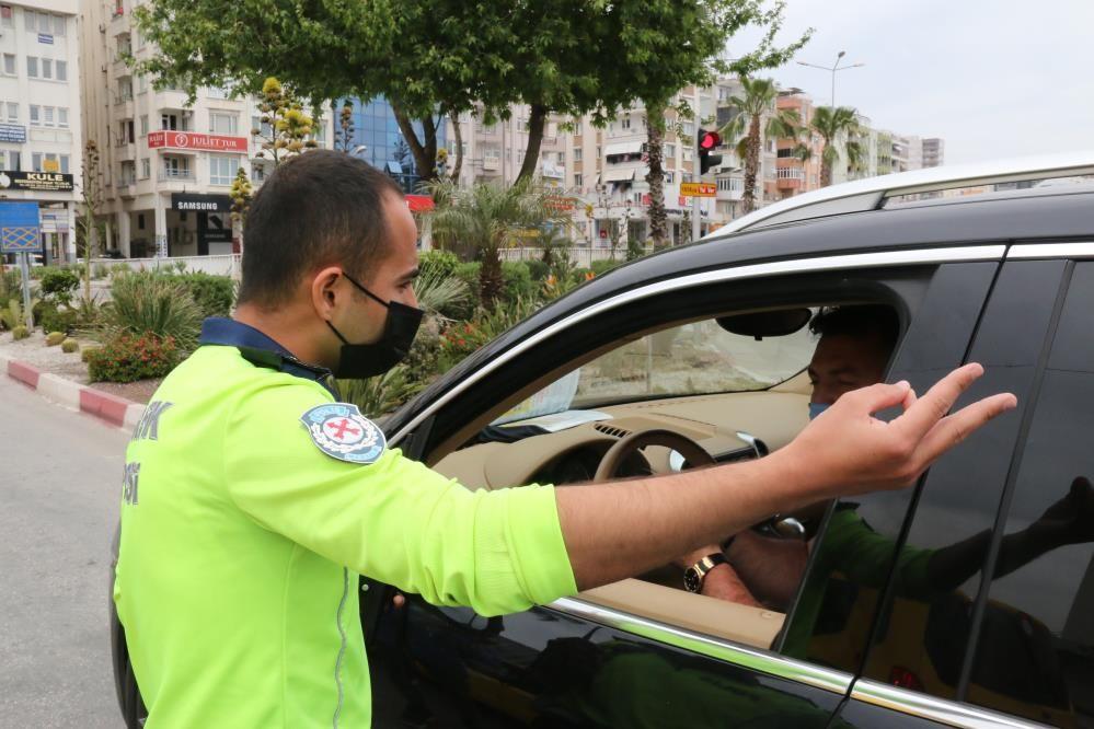 Polisle tartışan sürücü: Arabamın içerisinde 1 trilyon para var, ben bu işi burada bırakmam - Sayfa 4