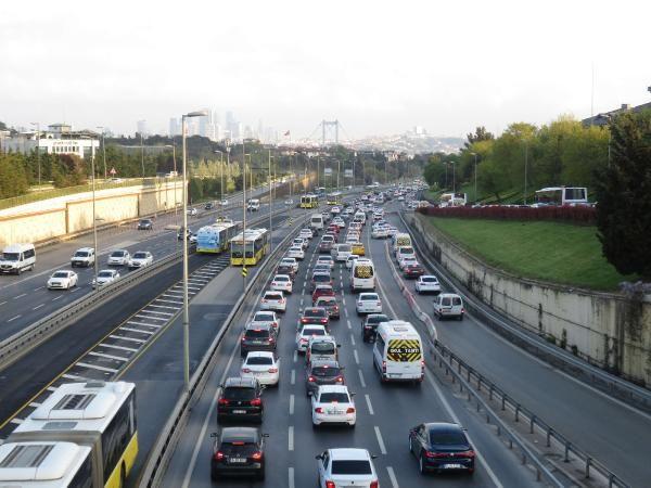 82 saatlik kısıtlama sonrası İstanbul'da trafik yoğunluğu - Sayfa 1