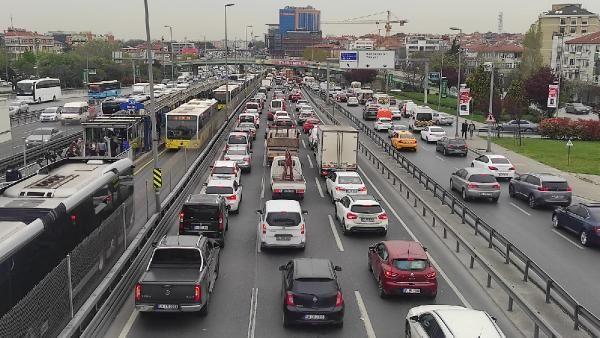 Tam kapanma öncesi İstanbul'dan kaçış; Yoğunluk yüzde 80'i aştı - Sayfa 1