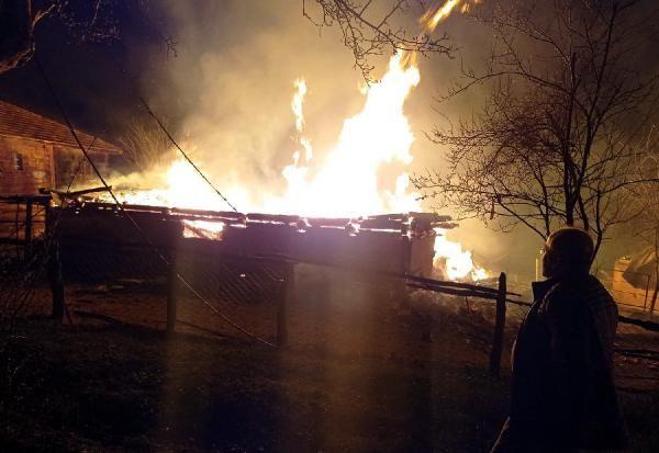 Kastamonu'da 3 köy evi ile 1 otomobil yandı: 2 ölü, 1 yaralı - Sayfa 2
