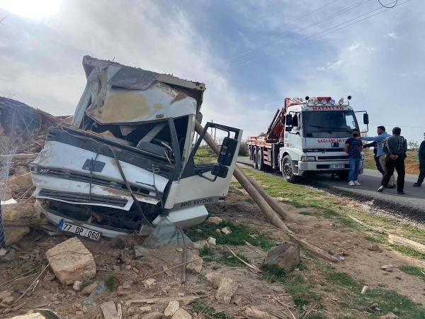 Kum yüklü kamyon devrildi: 1 ölü, 1 yaralı - Sayfa 2