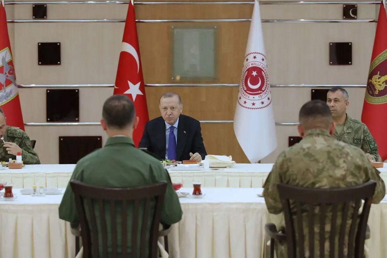 Cumhurbaşkanı Erdoğan askerlerle iftar yaptı - Sayfa 4