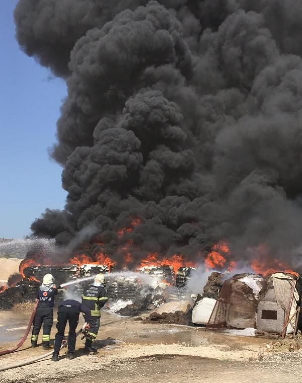 Zift yapım tesisinde yangın; 60 ton katkı maddesi yandı - Sayfa 1