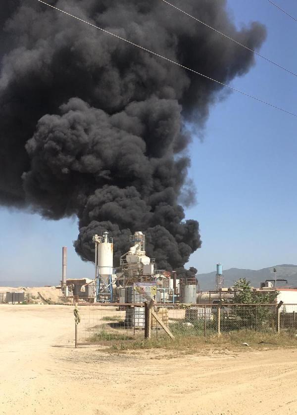Zift yapım tesisinde yangın; 60 ton katkı maddesi yandı - Sayfa 4