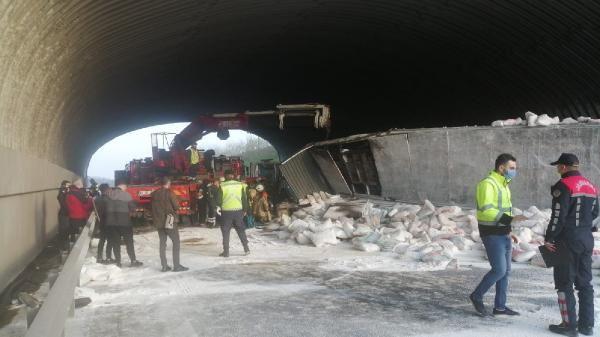 Kuzey Marmara Otoyolu'nda kireç yüklü TIR devrildi - Sayfa 2