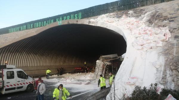 Kuzey Marmara Otoyolu'nda kireç yüklü TIR devrildi - Sayfa 3