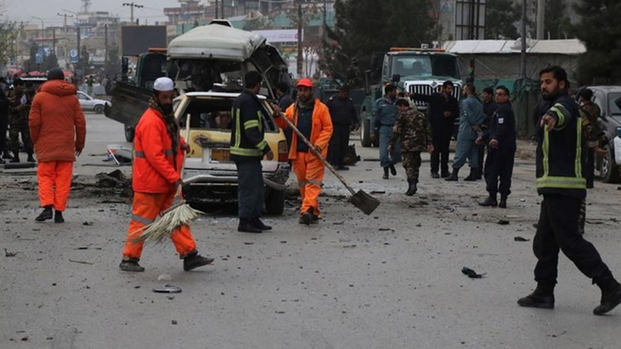 Afganistan'da bomba yüklü araçla saldırı: 30 ölü