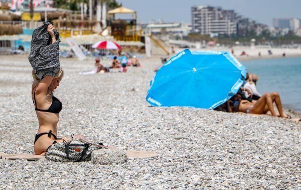 Konyaaltı sahili turistlere kaldı - Sayfa 1