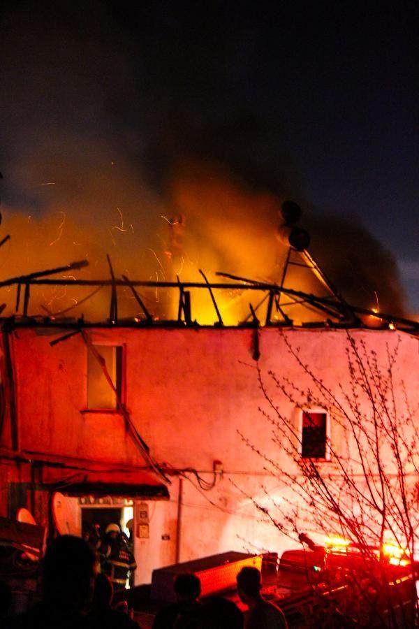 Samsun'da iki binanın çatı katı yandı, vatandaşlar kısıtlamayı unuttu - Sayfa 2