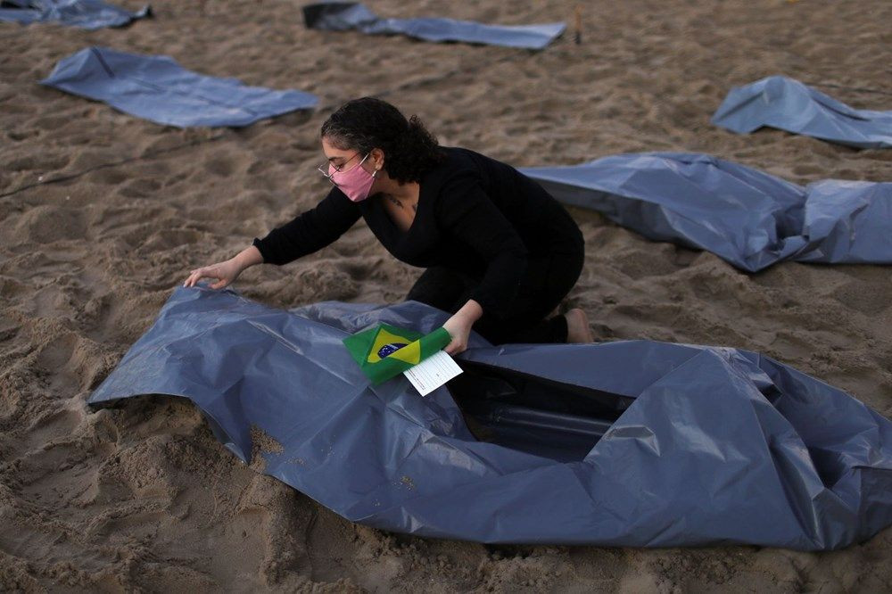 Brezilya'nın Copacabana plajında ceset torbaları - Sayfa 3