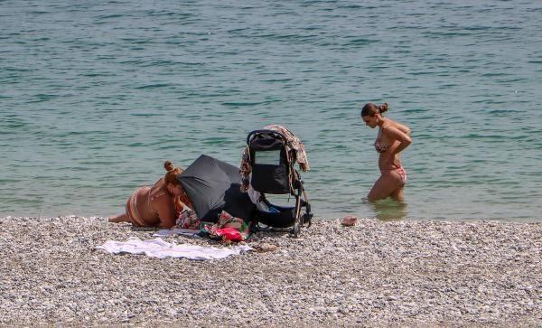 Konyaaltı sahili turistlere kaldı - Sayfa 3