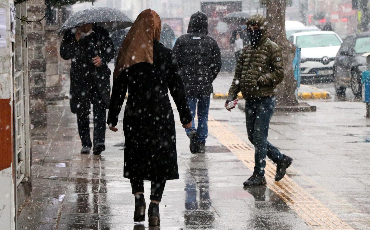 Meteoroloji: Hava sıcaklıkları düşecek; sağanak yağış geliyor! - Sayfa 2