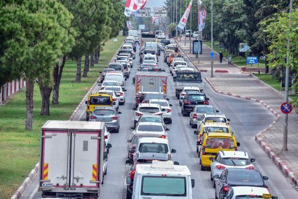 Antalya'da 'tam kapanma' denetimi; kilometrelerce araç kuyruğu oluştu - Sayfa 3