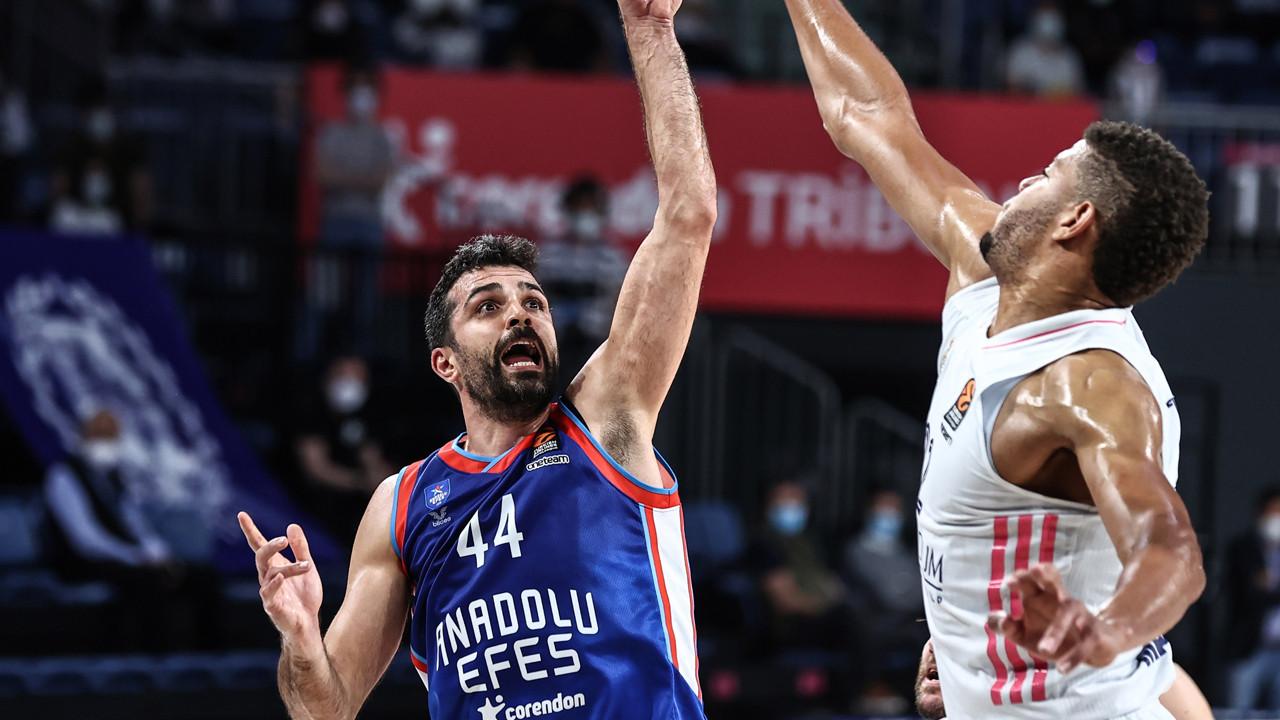 Anadolu Efes Final Four'a yükseldi