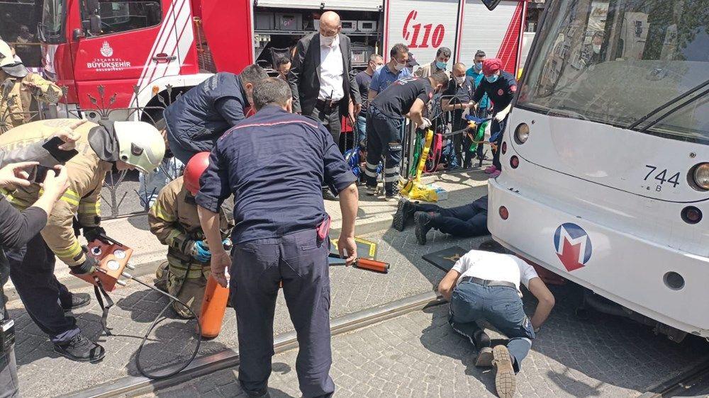 İstanbul'da bir kişi tramvayın altında kaldı - Sayfa 2