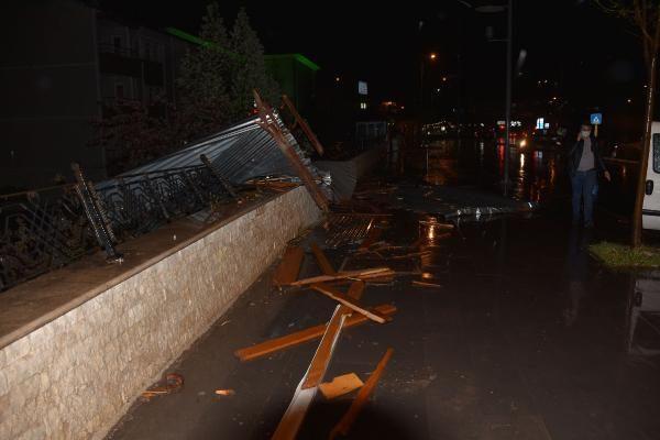 Sivas'ta şiddetli rüzgar çatıları uçurdu - Sayfa 1