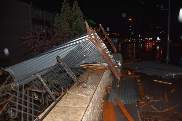 Sivas'ta şiddetli rüzgar çatıları uçurdu - Sayfa 2