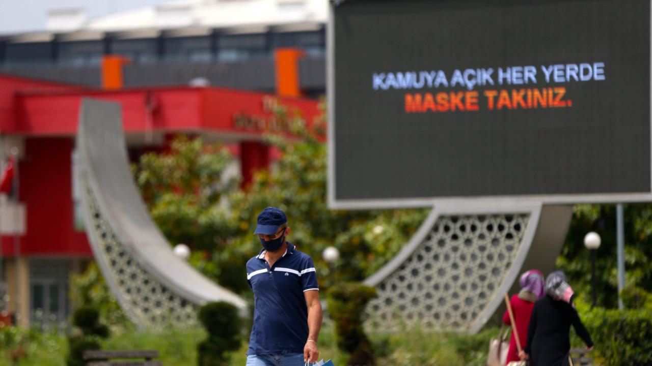 Türkiye'de son 24 saatte koronavirüsten 242 kişi hayatını kaybetti, 11 bin 394 kişinin testi pozitif