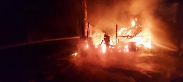 Kereste fabrikası alev alev yandı - Sayfa 1