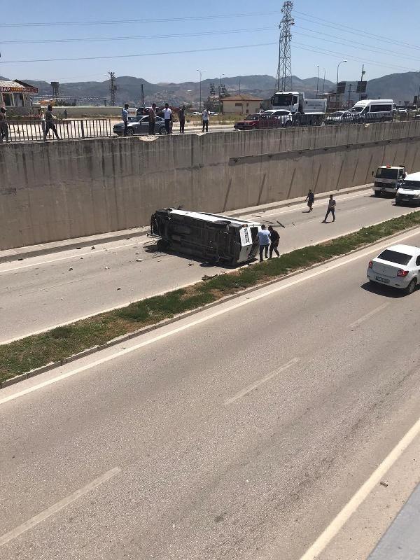 Hatay'da minibüs alt geçide düştü: 3 jandarma yaralı - Sayfa 3