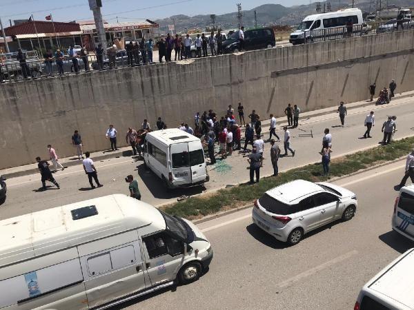 Hatay'da minibüs alt geçide düştü: 3 jandarma yaralı - Sayfa 4