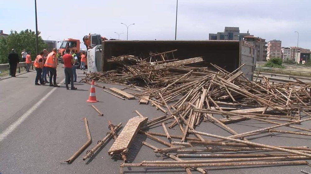 TEM'de kamyon devrildi: Ankara istikameti trafiğe kapandı - Sayfa 4