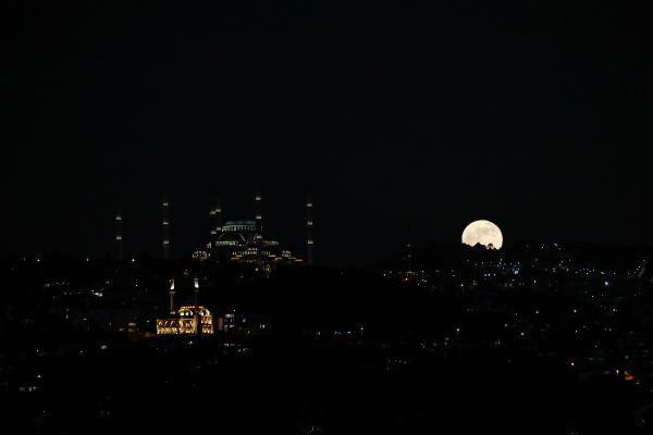 Süper Kanlı Ay İstanbul semalarında; Kartpostallık kareler ortaya çıktı - Sayfa 1